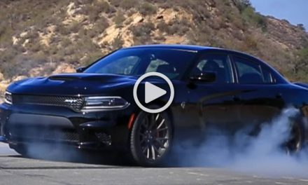 707hp Dodge Charger SRT Hellcat Burns Tires and Destroys Asphalt-VIDEO