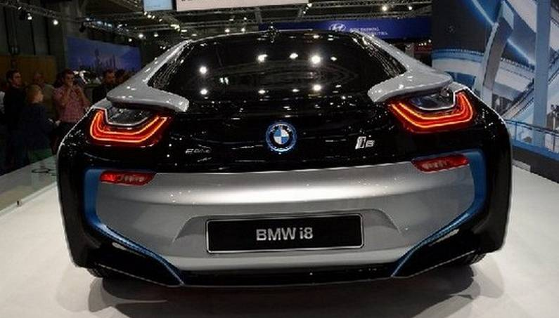 bmw i8 hybrid supercar top speed and price video gallery. Black Bedroom Furniture Sets. Home Design Ideas