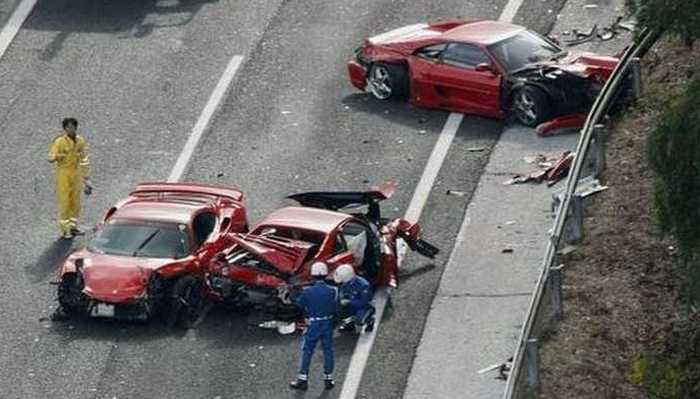 Japan-Ferrari Mercedes and Lamborghini Crash