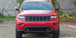 2017 jeep grand cherokee trailhawk front view 6