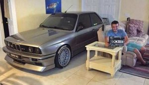 Gearhead Parked His BMW E30 M3 In the Livingroom image 2