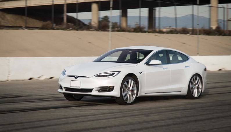 a new record 2017 tesla model s p100d accelerates from 0 60 mph in seconds super cars. Black Bedroom Furniture Sets. Home Design Ideas